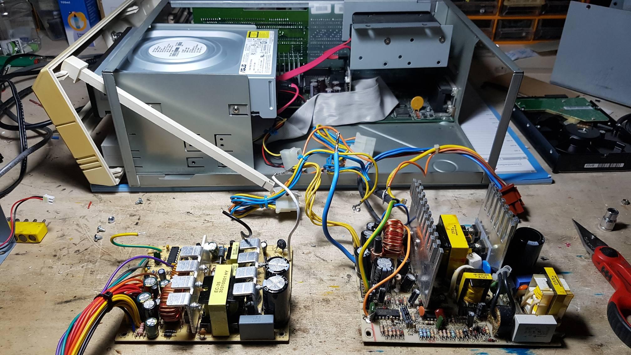 A sinistra la nuova elettronica, a destra la vecchia AT