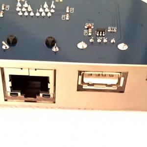 ZZ9000 vista lato connettori A<br>Da sinistra a destra HDMI, porta LAN, Porta USB e slot MicroSD