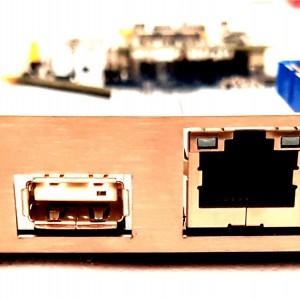 ZZ9000 vista lato connettori B<br>Da sinistra a destra slot MicroSD, Porta USB, Porta LAN e HDMI